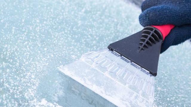Tem o pára-brisas com gelo? Eis as receitas caseiras da GNR