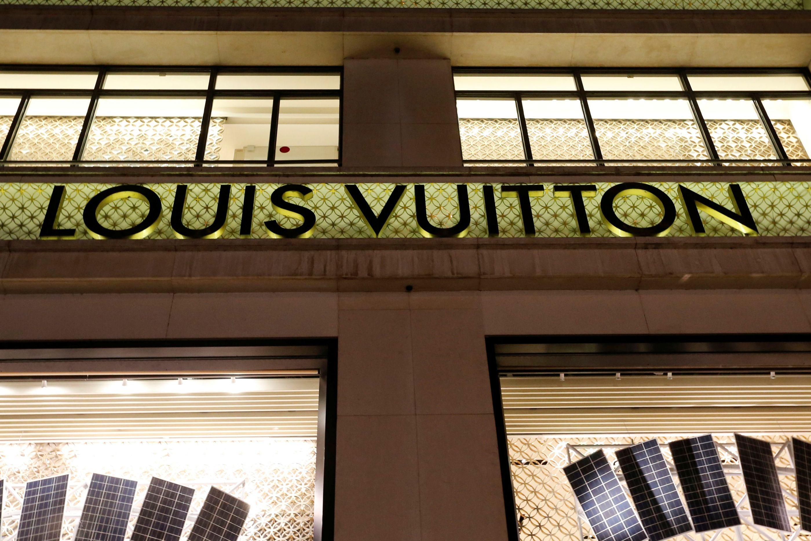 Dona da Louis Vuitton doa 200 milhões para reconstrução da Notre-Dame