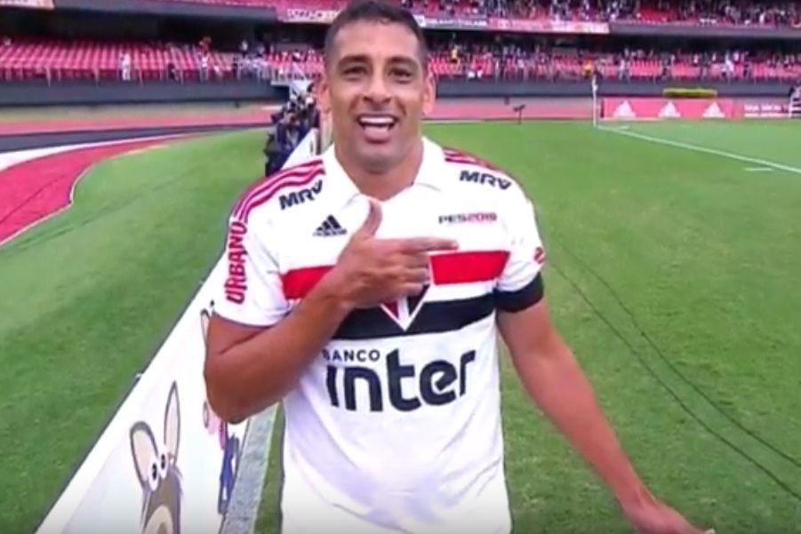 Jogador do São Paulo marcou e a seguir homenageou Bolsonaro