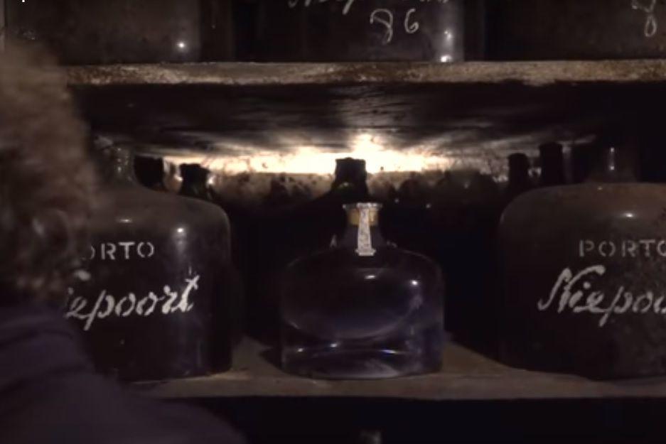 Esta garrafa de vinho do Porto foi vendida por mais de 100 mil euros