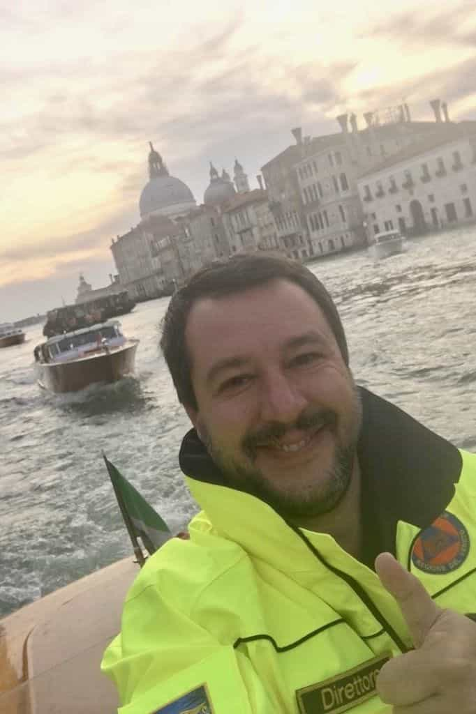 A polémica selfie do ministro Salvini quando Itália lamenta nova tragédia