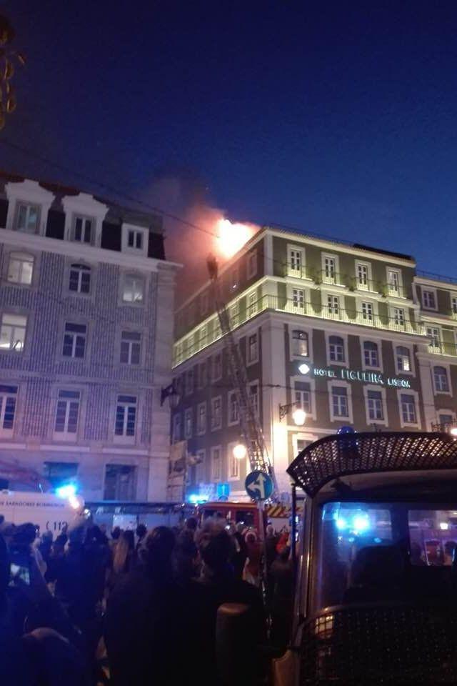 Incêndio em hotel na Baixa de Lisboa faz pelo menos quatro feridos