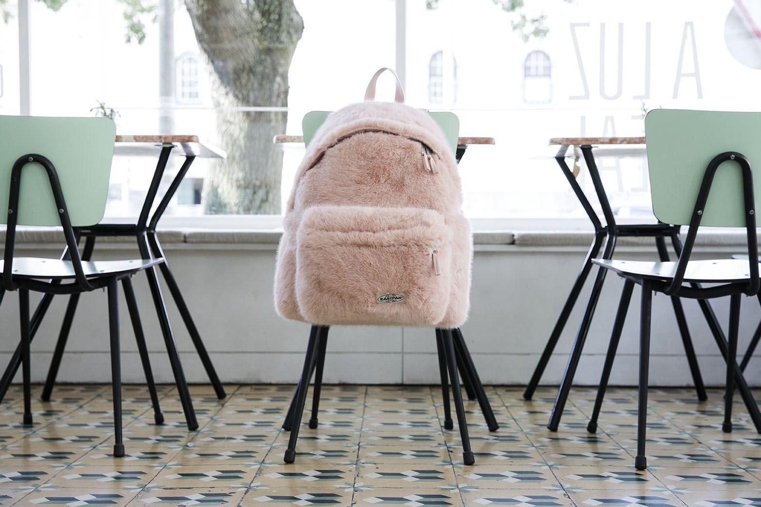 A tendência do faux-fur está de regresso, graças à Eastpack