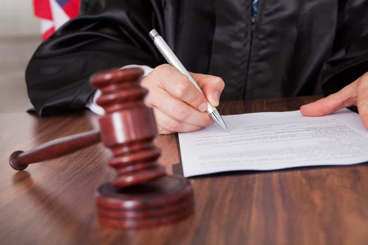 Juiz iliba dois homens de violação porque vítima não era atraente