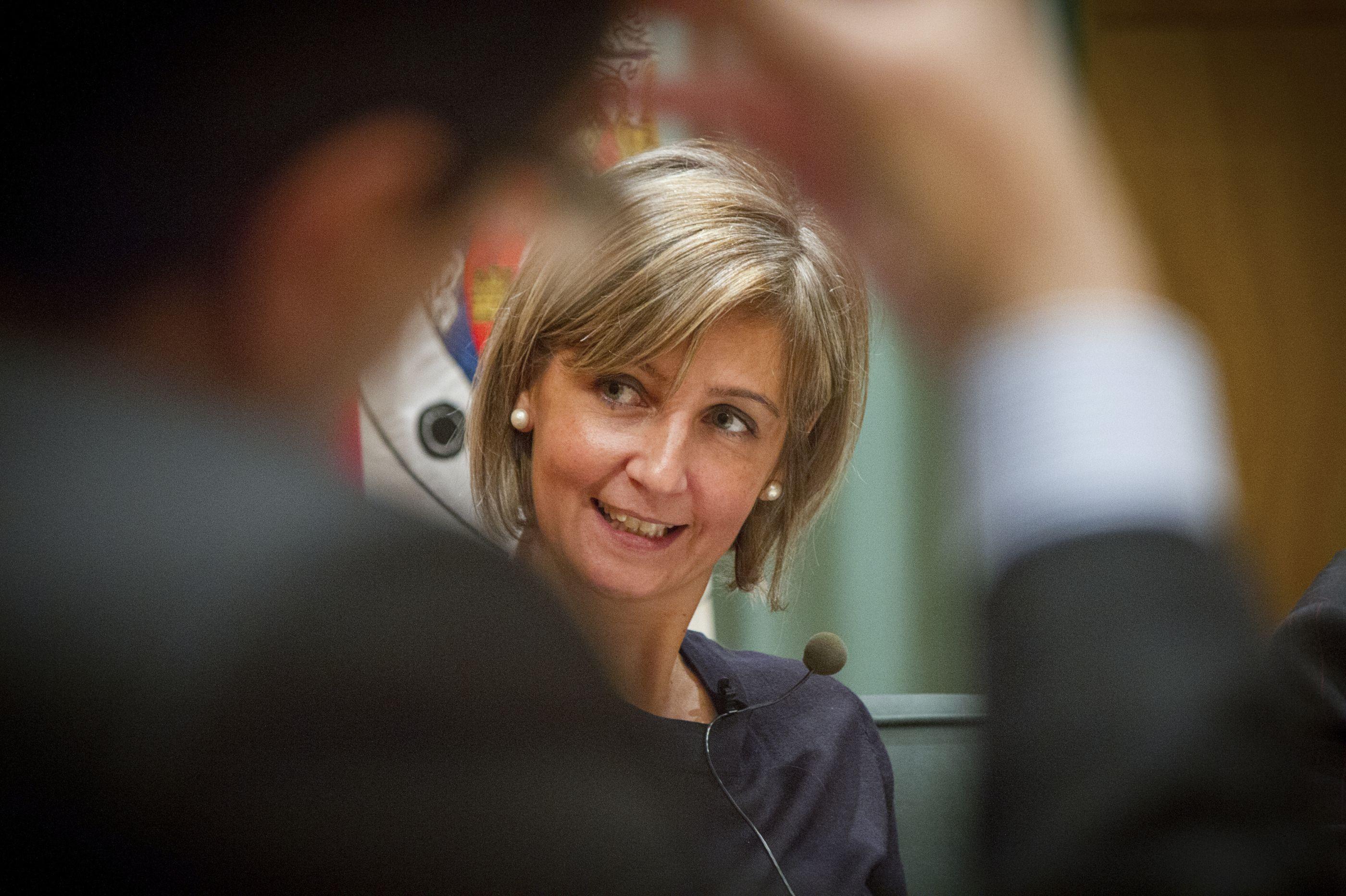 Ministra da Saúde surpreendida com aprovação de vacinas pelo parlamento