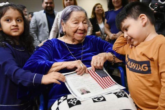 Tornou-se cidadã americana aos 106 anos e no dia das intercalares