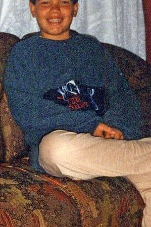 Ken Humano surge irreconhecível em fotografias de infância