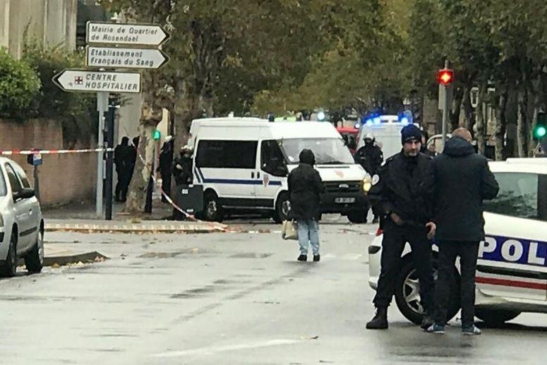 Mulher ameaça explodir bomba em hospital francês
