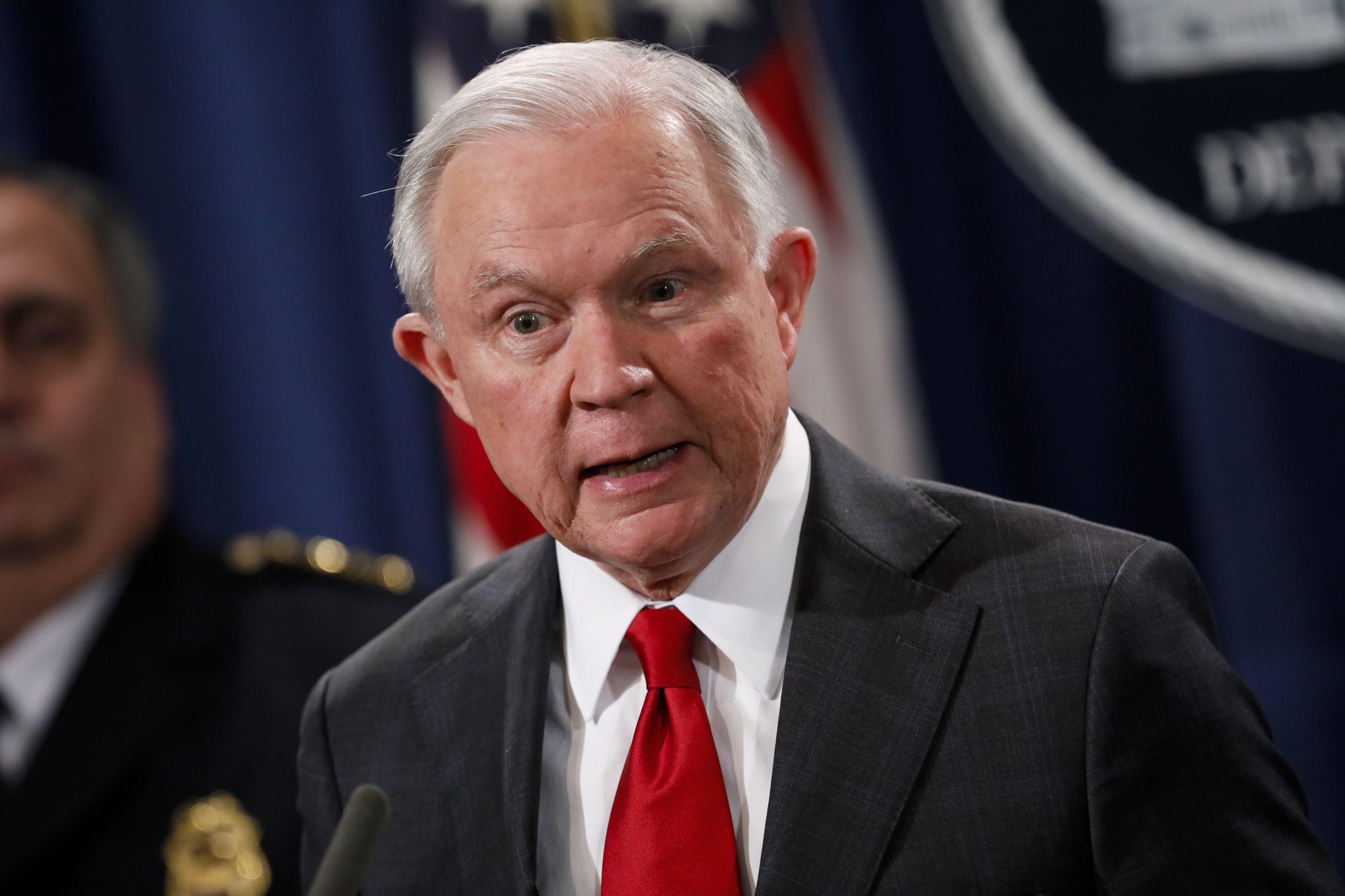 "Procurador-geral dos Estados Unidos demite-se ""a pedido"" de Trump"
