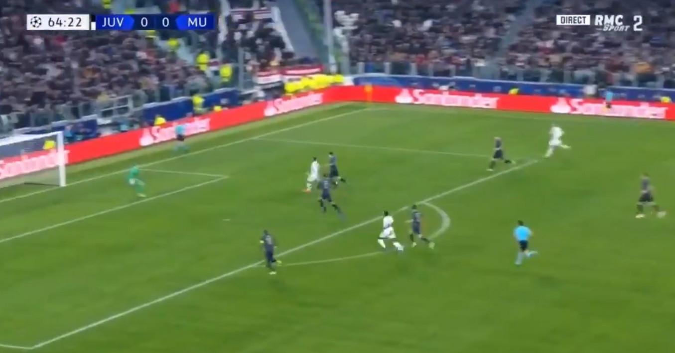 O que Ronaldo acaba de fazer... Golaço marcado ao Man. United