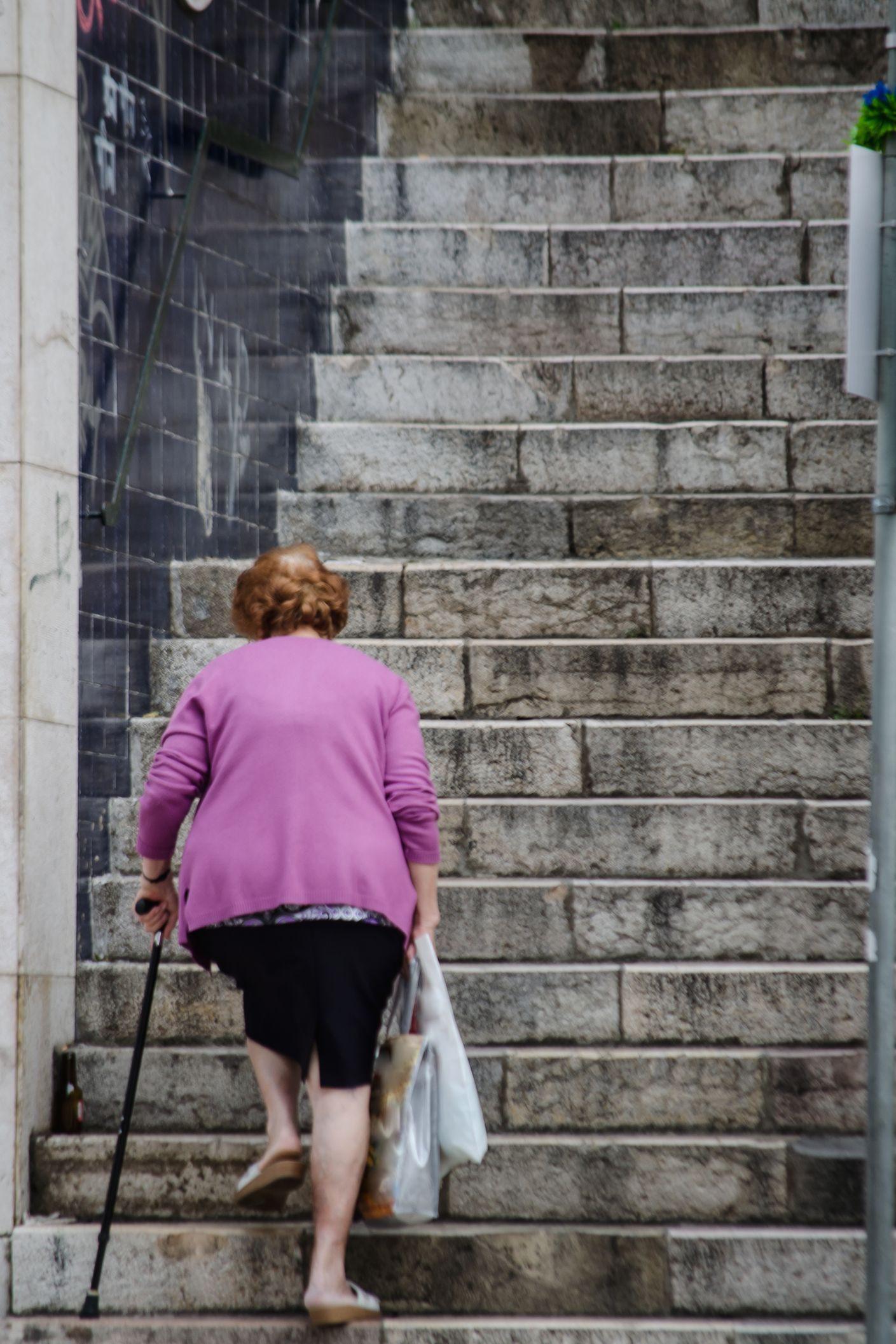 """Vizinho """"atento"""" ajuda PSP a apanhar ladras de idosa"""