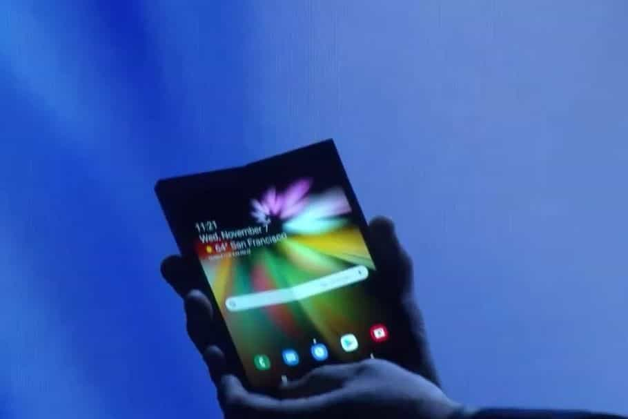 Aí esta ele. Samsung desvenda smartphone de ecrã dobrável