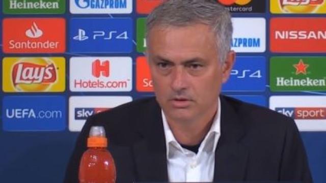 Mourinho explica confusão em Turim... em duas línguas