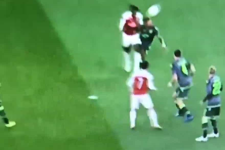 O momento da arrepiante lesão de Welbeck frente ao Sporting