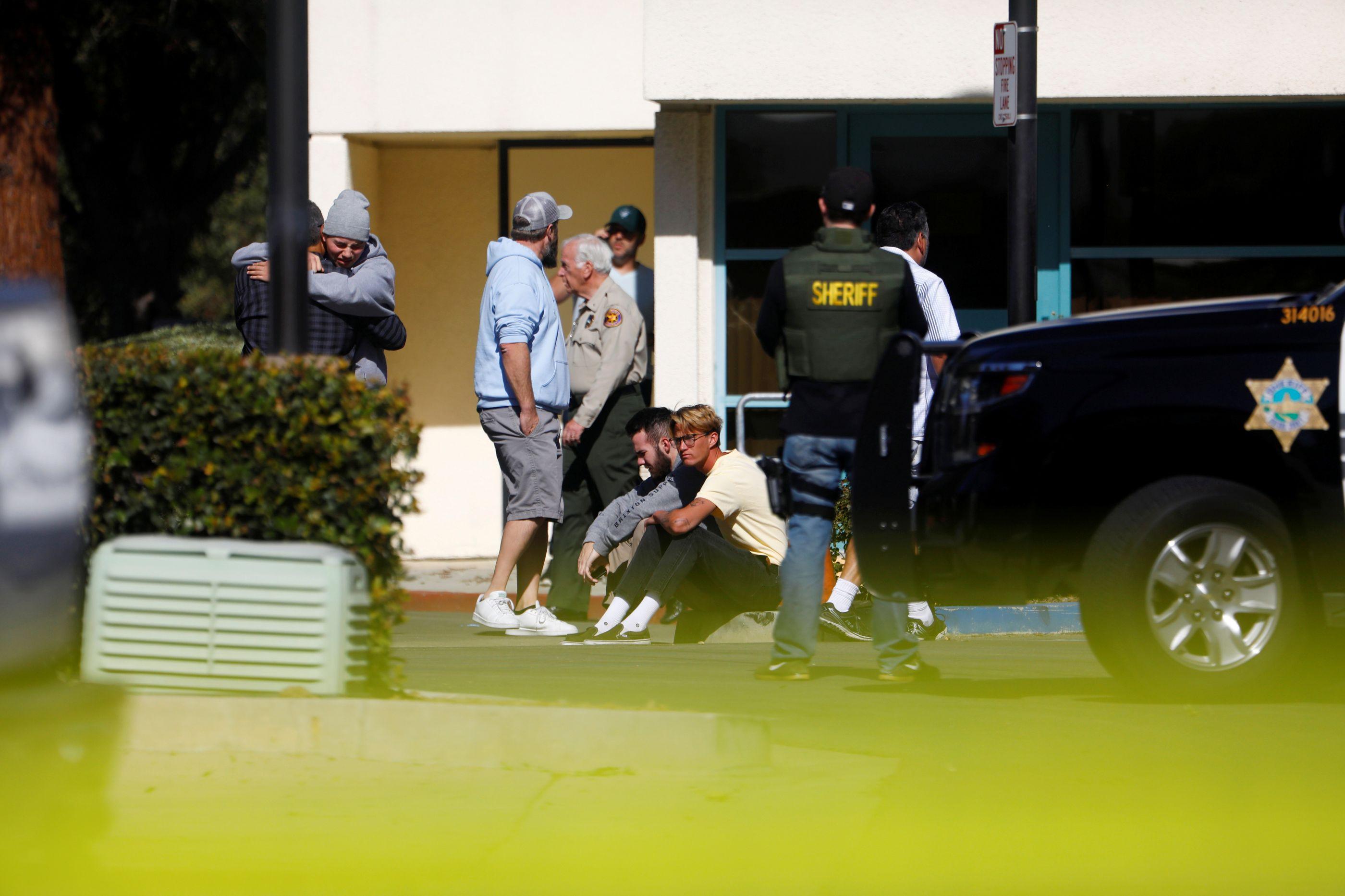 Revelada identidade de algumas vítimas do tiroteio em bar da Califórnia