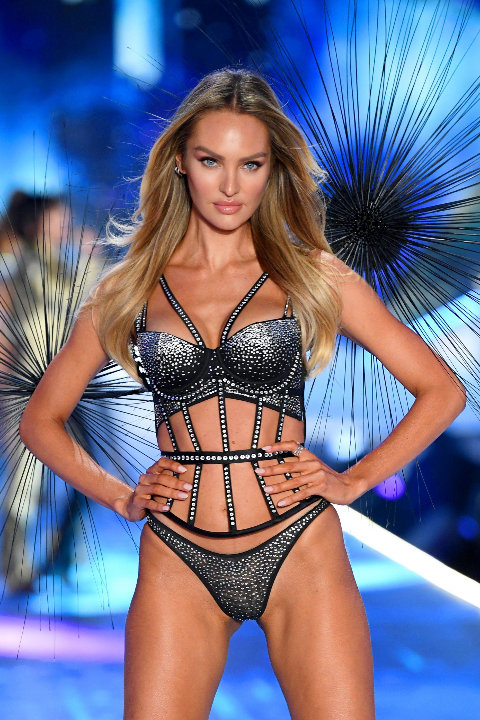 Candice Swanepoel desfila para a Victoria's Secret 5 meses após dar à luz