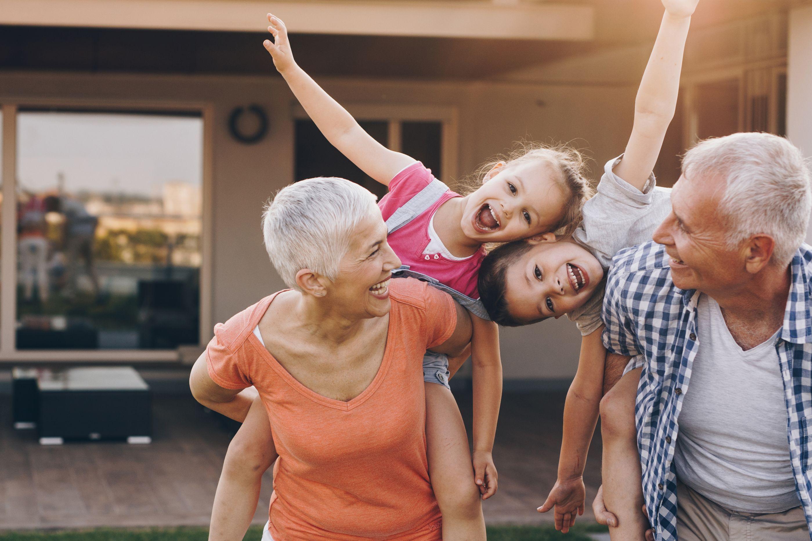 Avós prejudicam o comportamento e saúde dos netos, indica estudo polémico