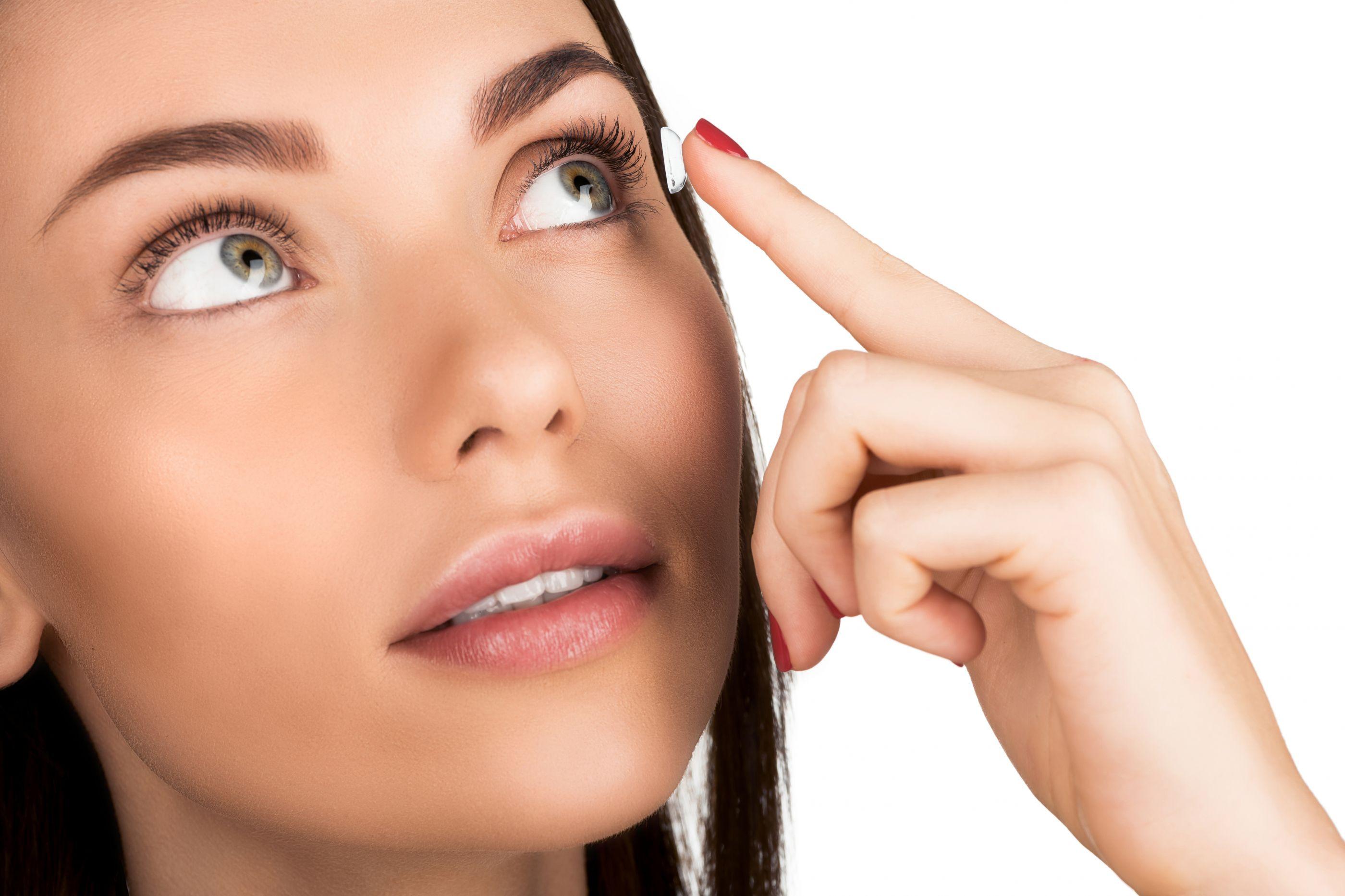 Usa lentes de contacto? Esta infeção pode causar cegueira e perda do olho