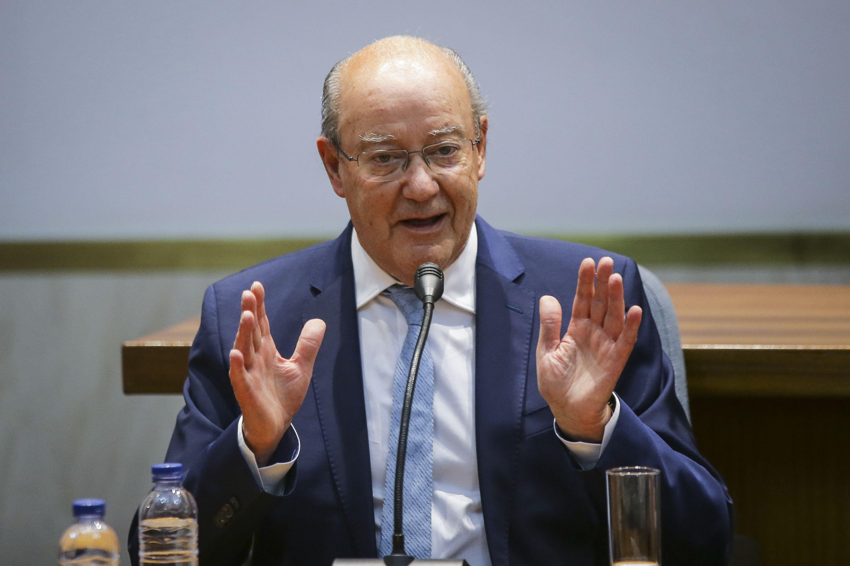 """Pinto da Costa enumera títulos e visa rivais: """"Dá vontade de rir"""""""