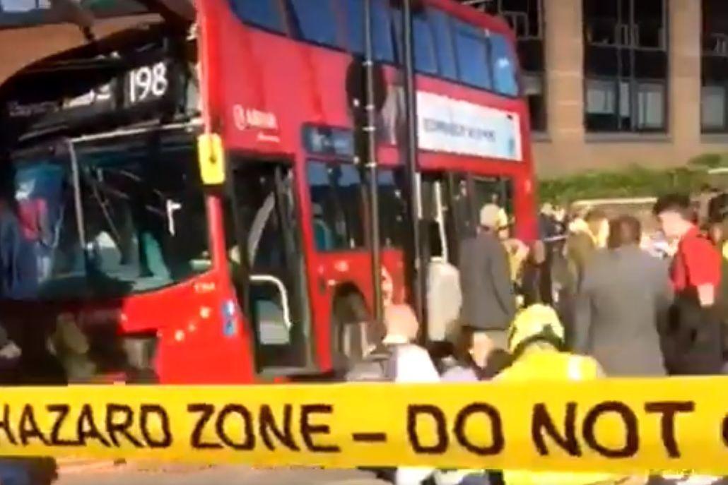 Despiste de autocarro em Londres faz 18 feridos. Condutor foi detido