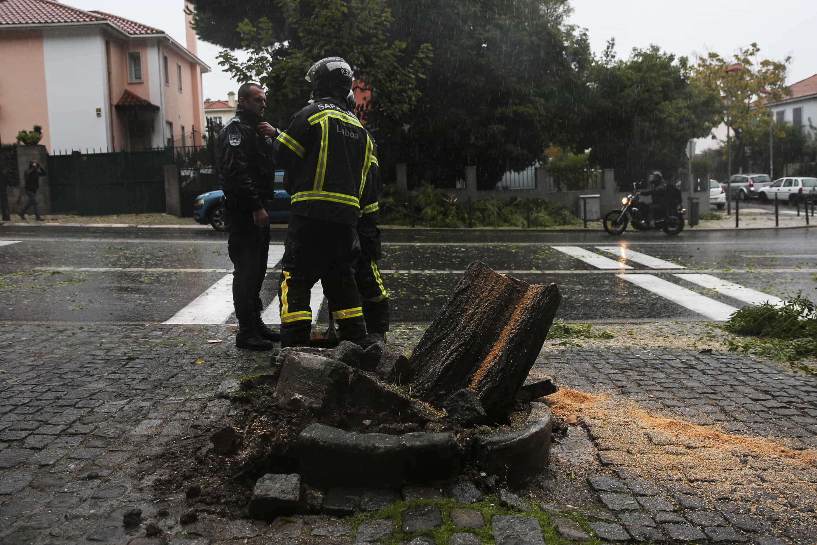 Dezenas de ruas cortadas na Grande Lisboa devido a inundações