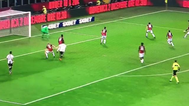 CR7 aplica o 'xeque-mate' ao AC Milan através de um 'fuzilamento'