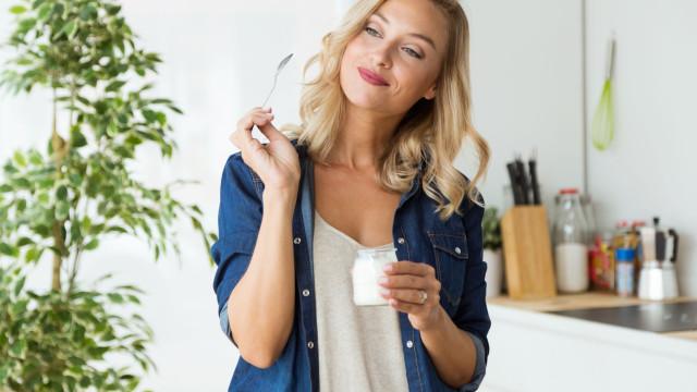 Snack saudável? Descubra os perigos escondidos no iogurte