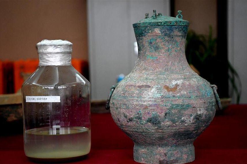 Arqueólogos chineses encontram vinho com dois mil anos em túmulo antigo