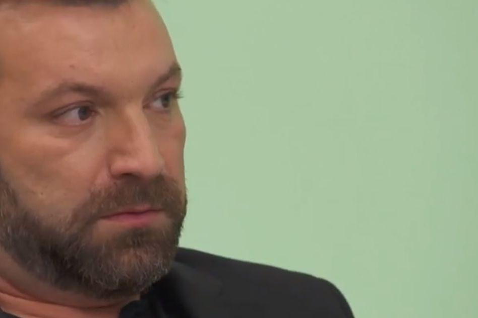 """Dono de restaurante confronta Ljubomir Stanisic: """"Você é uma besta"""""""
