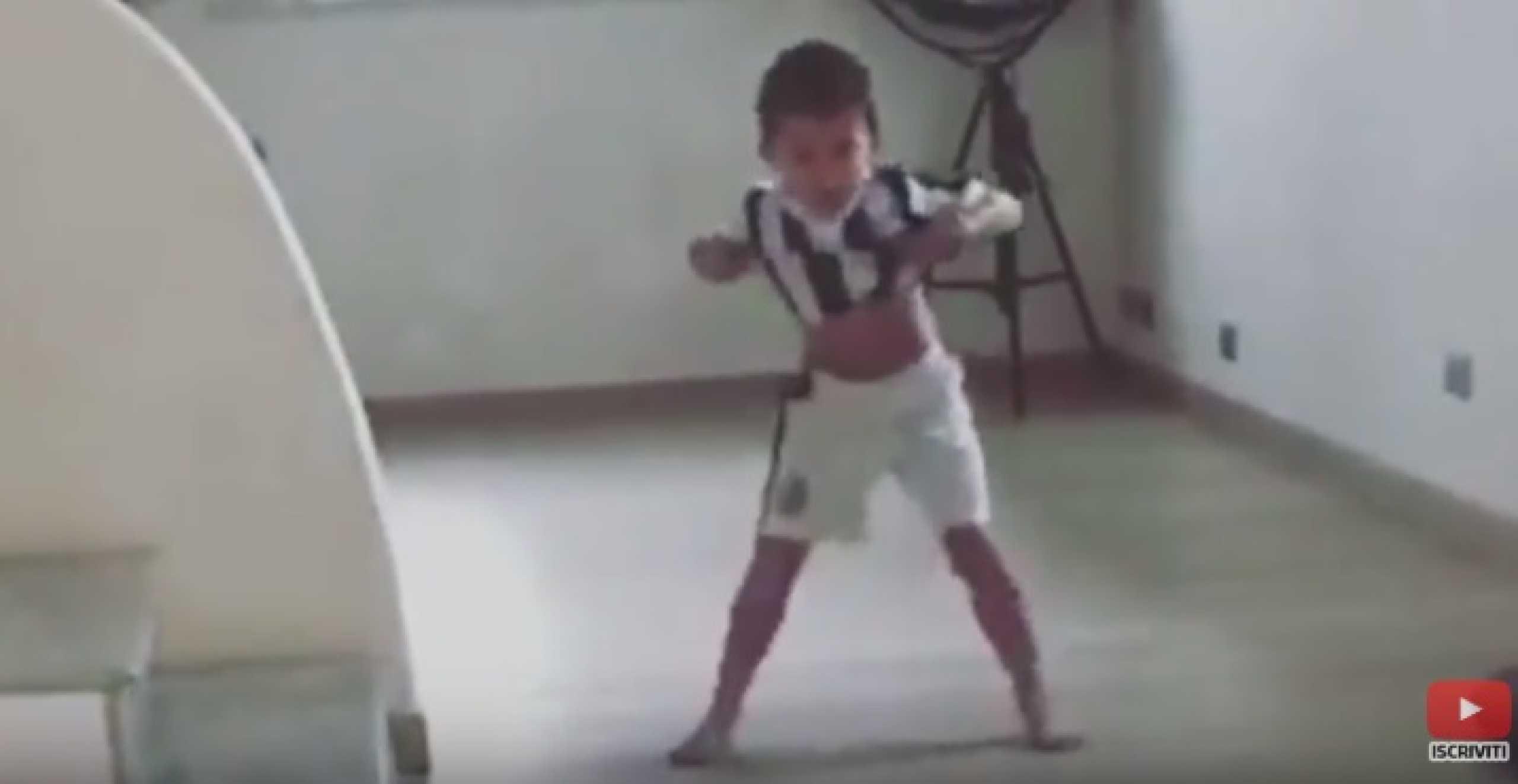 Filho de Pjanic tenta imitar... Cristiano Ronaldo