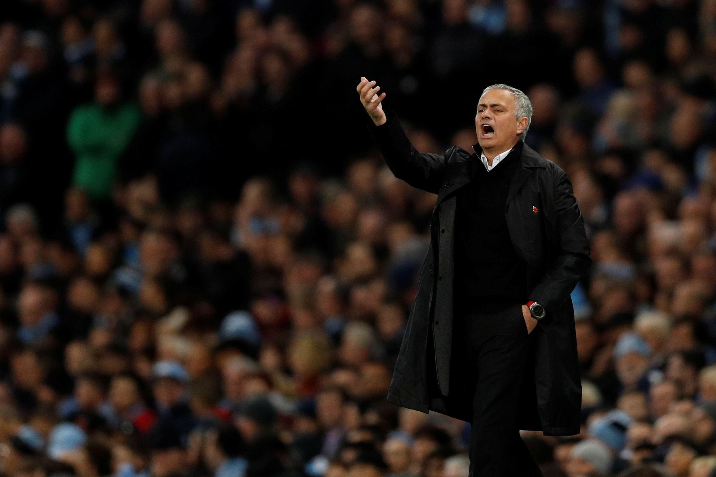 Mourinho admite problemas com jogadores no United e desmente Real Madrid