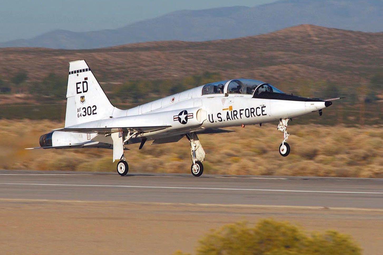 Avião da Força Aérea norte-americana despenha-se. Há um morto e um ferido