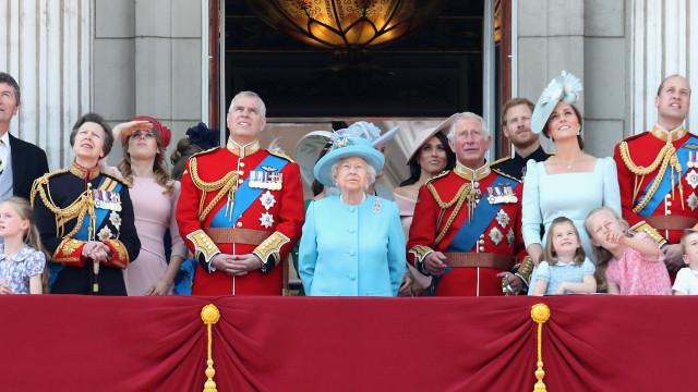 Família Real britânica toma medida para pôr fim a comentários ofensivos