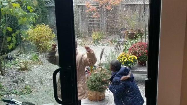 Filmaram reação de crianças refugiadas à neve e tornou-se viral
