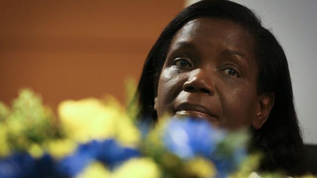 """Ministra Van Dunem """"preocupada"""" com assassinato de portugueses em Angola"""