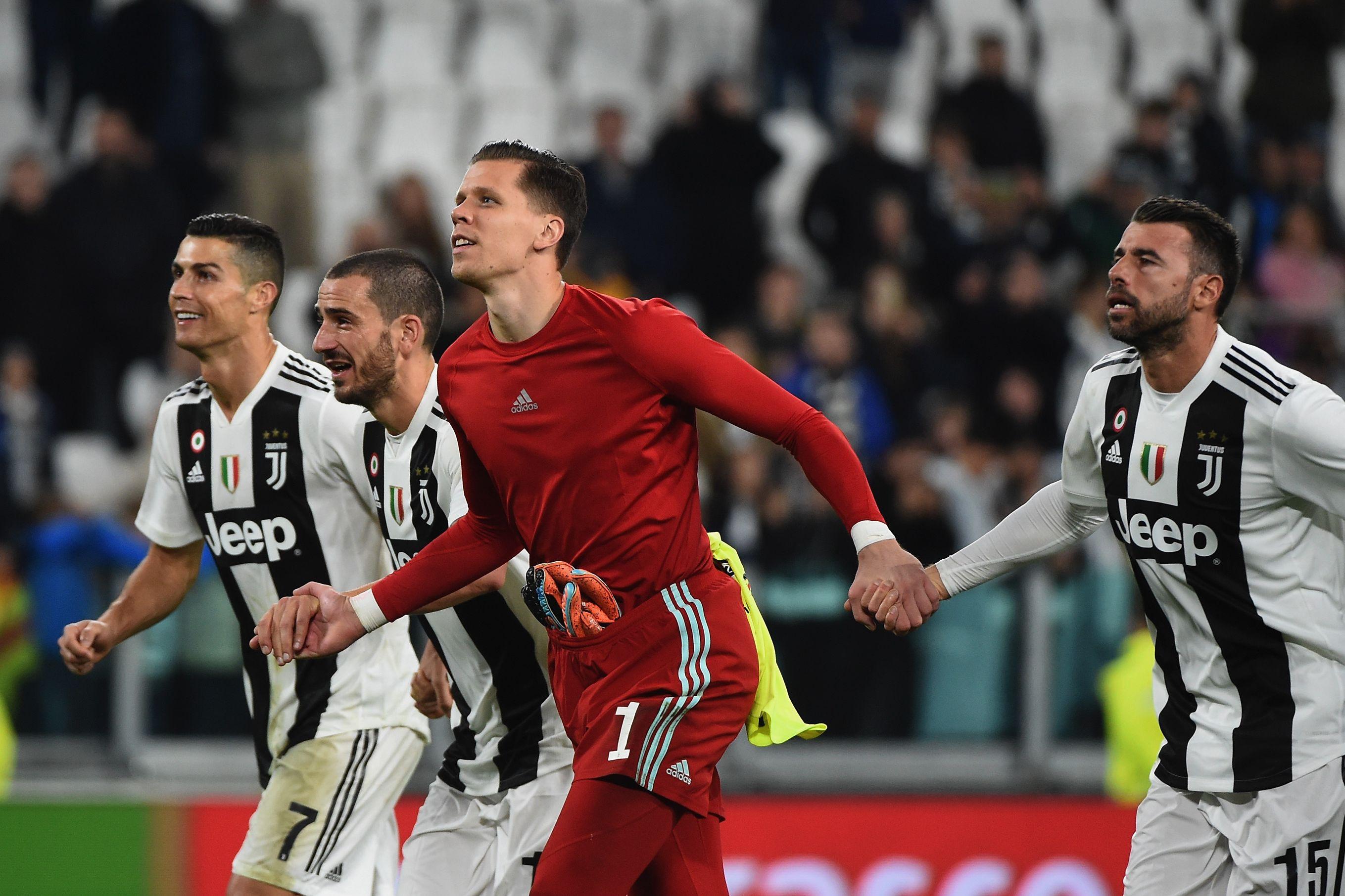 Ronaldo ajudou Szczesny diante do Milan e o polaco agradeceu desta forma
