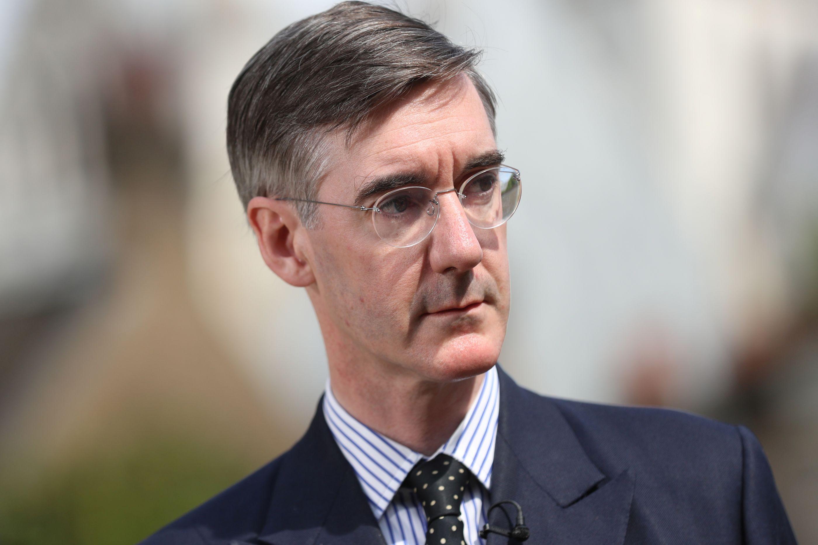 Deputado pró-Brexit pede moção de censura a Theresa May