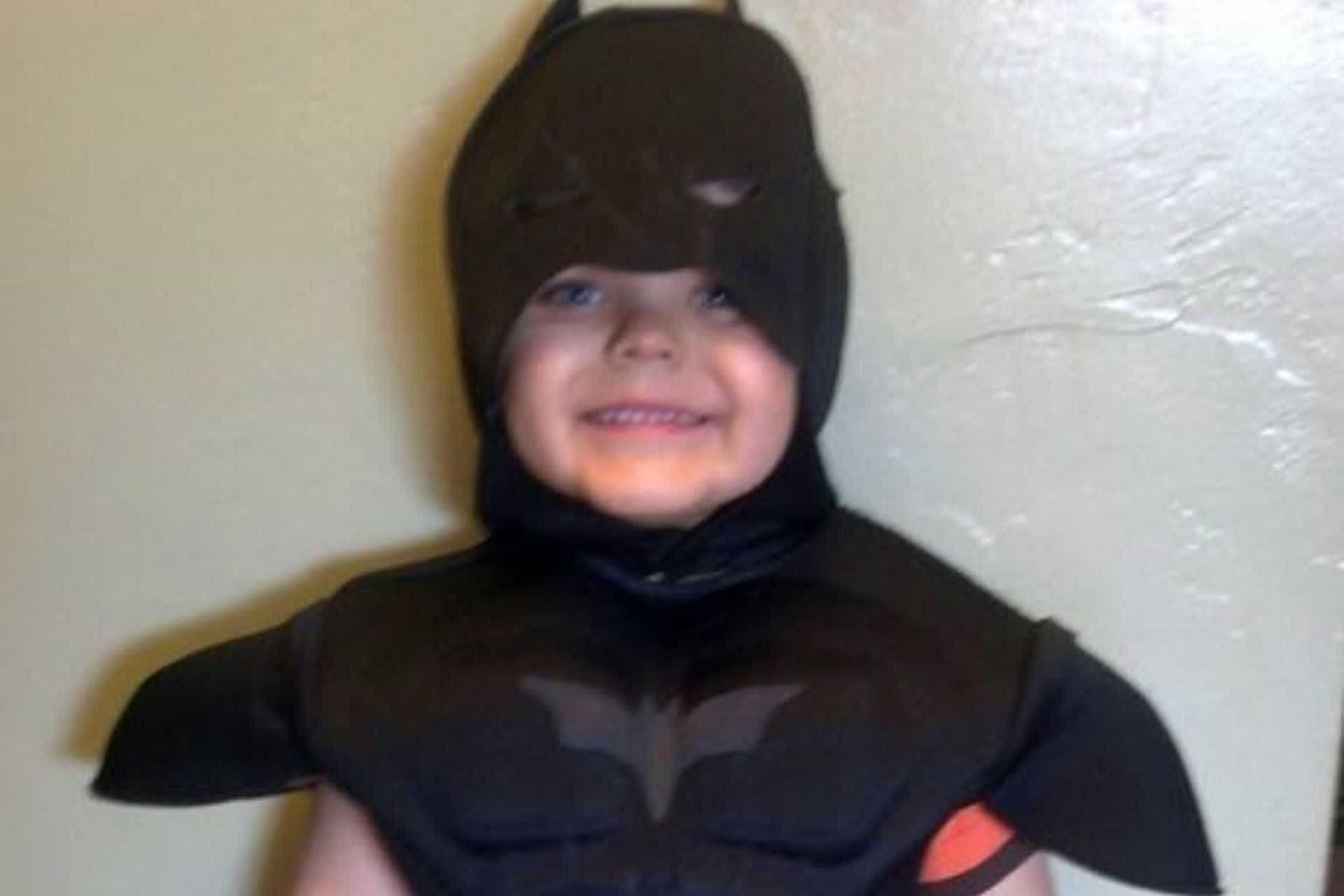 Menino com cancro cujo sonho era ser o BatKid venceu a doença