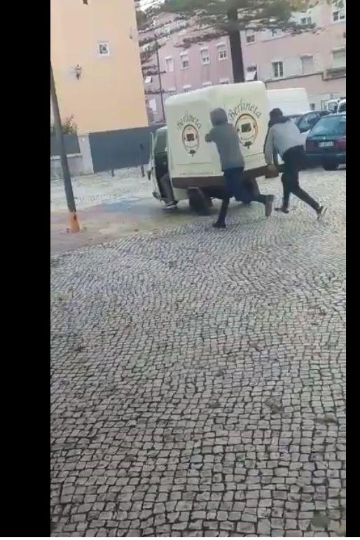 Berlineta diz ser vítima de ato de vandalismo e mostra vídeo