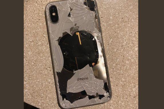 Utilizador alega que iPhone X explodiu enquanto atualizava software