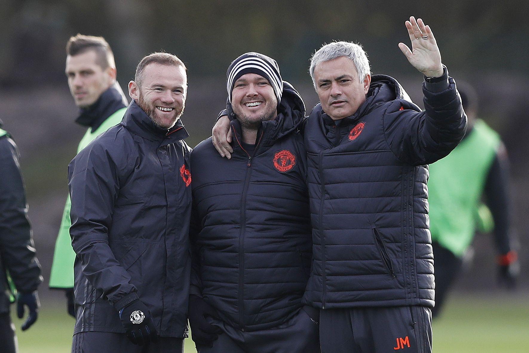 """Rooney recorda """"momento vergonhoso"""" motivado pela insistência de Mourinho"""