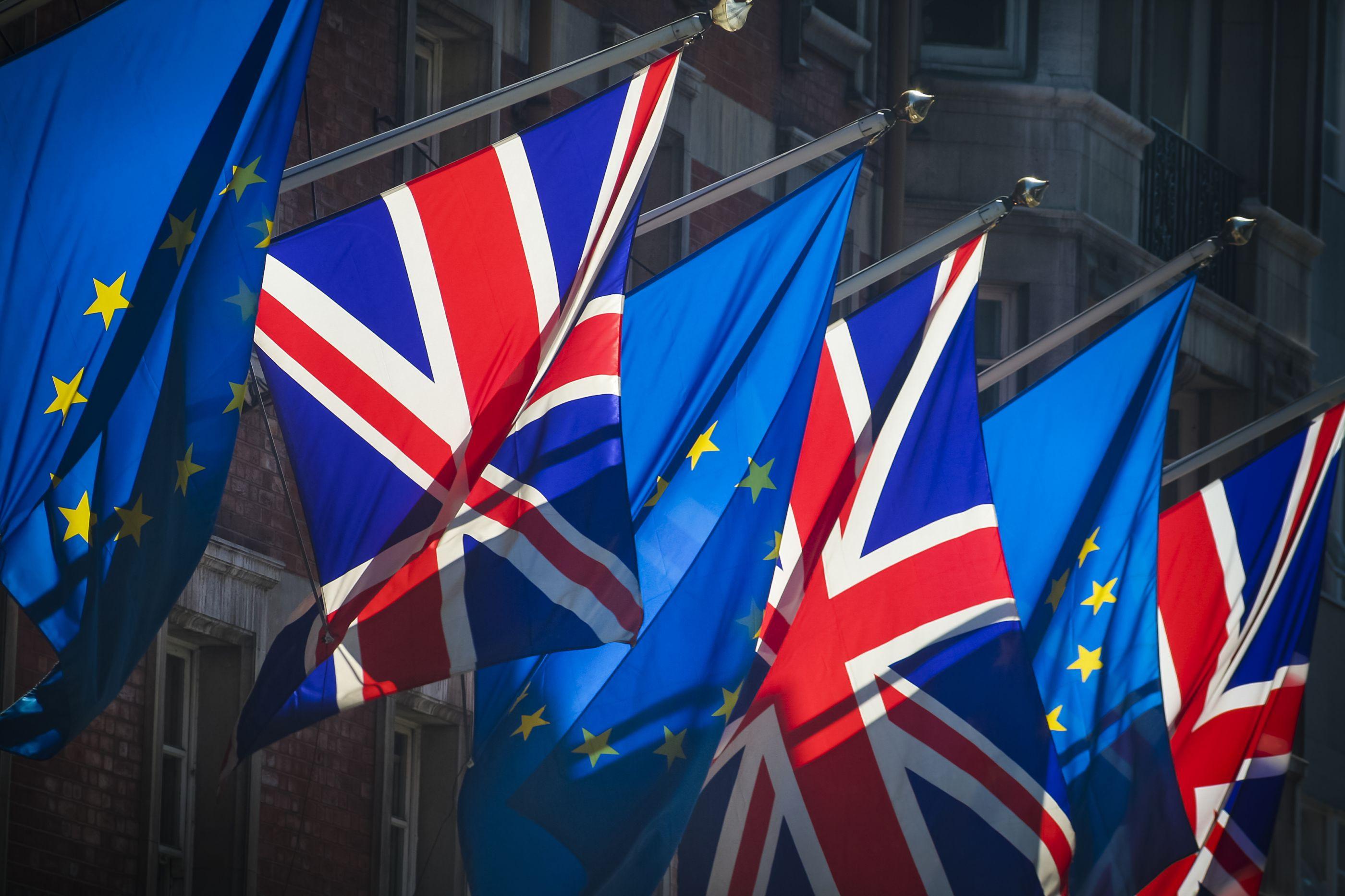 Adiar ou não adiar Brexit? Líderes da UE discutem hoje pedido de Londres