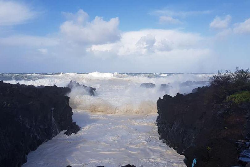 Ventos de 151 km/h e ondas gigantes. Tempestade Carlos chegou aos Açores