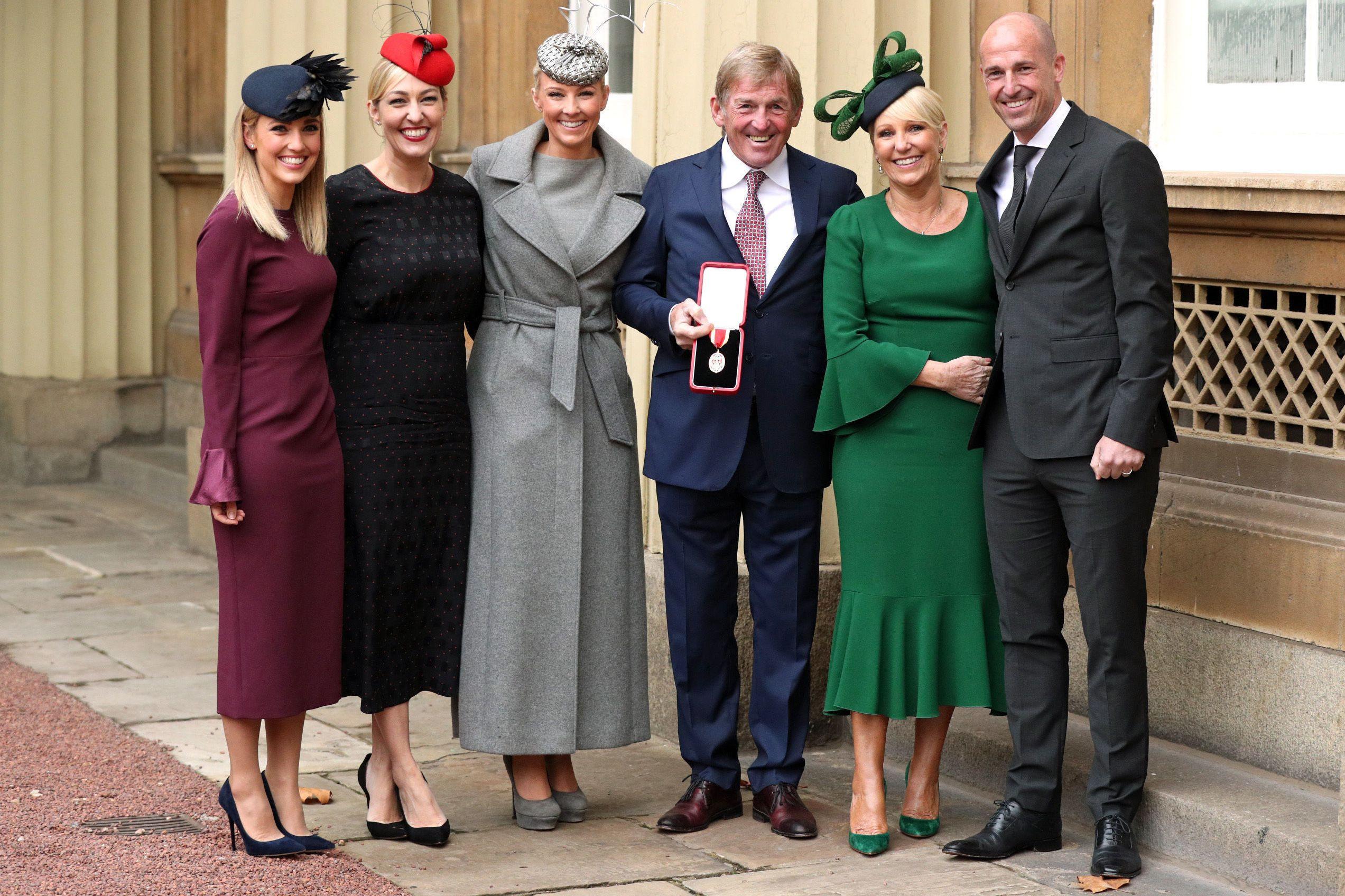 Família real britânica homenageia antigo futebolista Kenny Dalglish