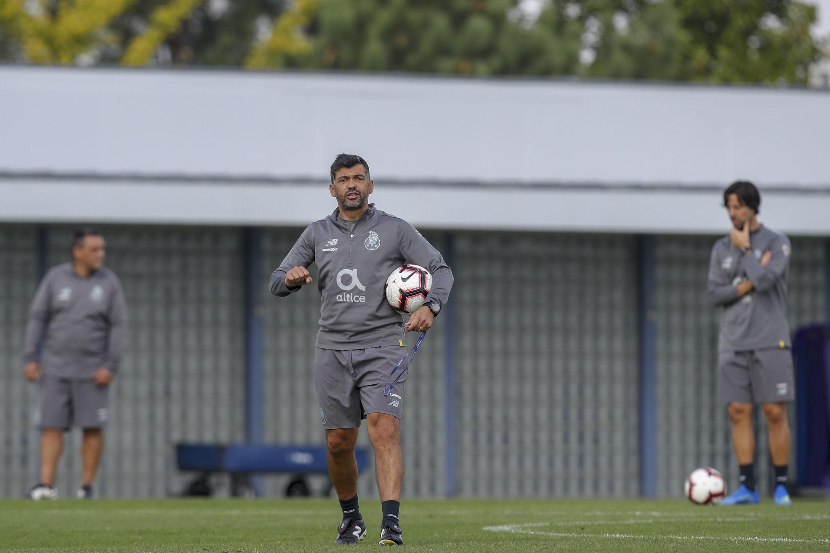 Sérgio Conceição 'promove' três jogadores para colmatar ausências