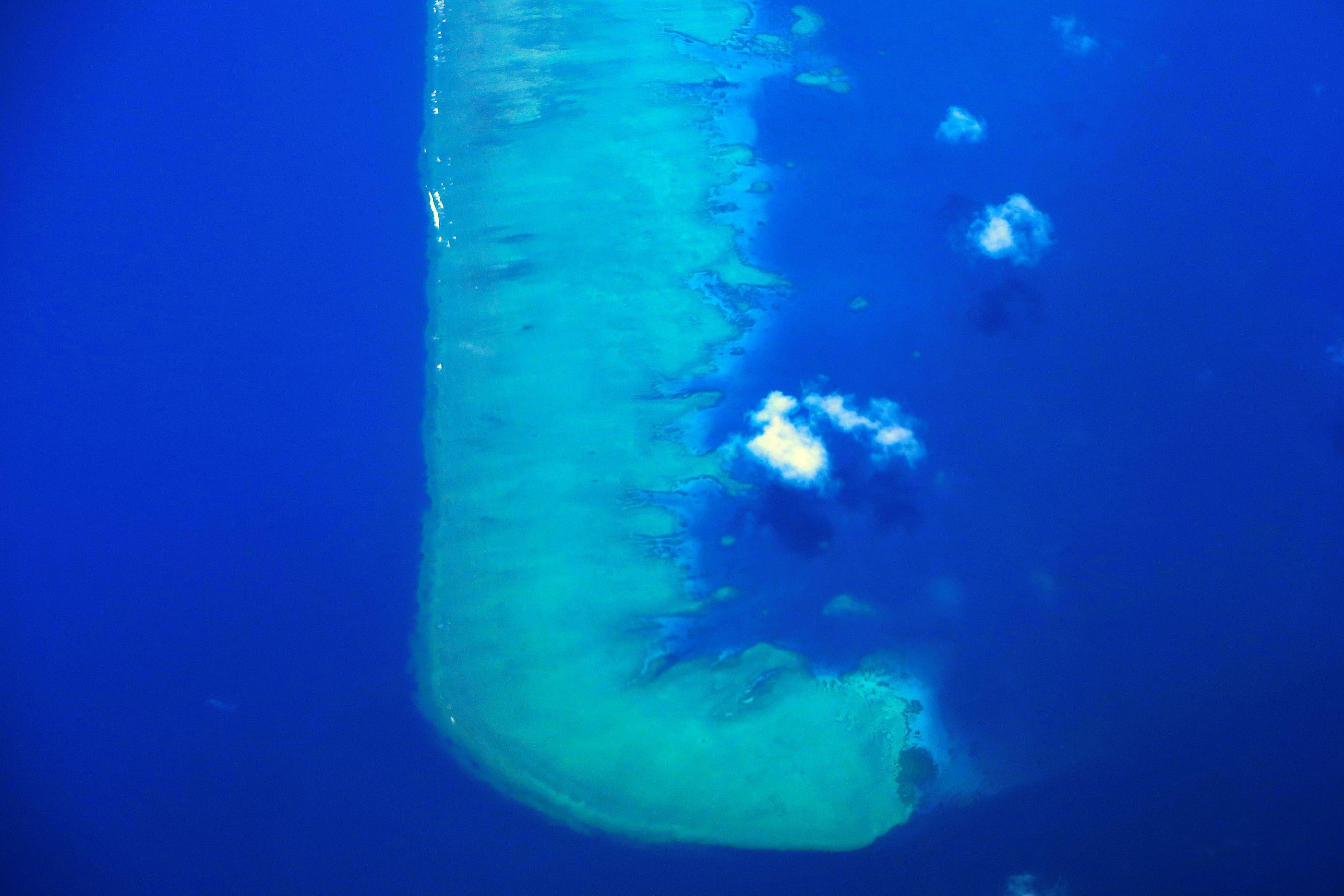 Veja a incrível Grande Barreira de Coral australiana do céu