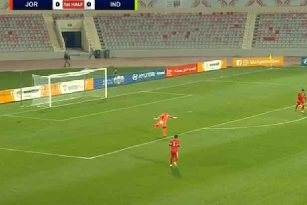 Guarda-redes da Jordânia marca golo de baliza... a baliza