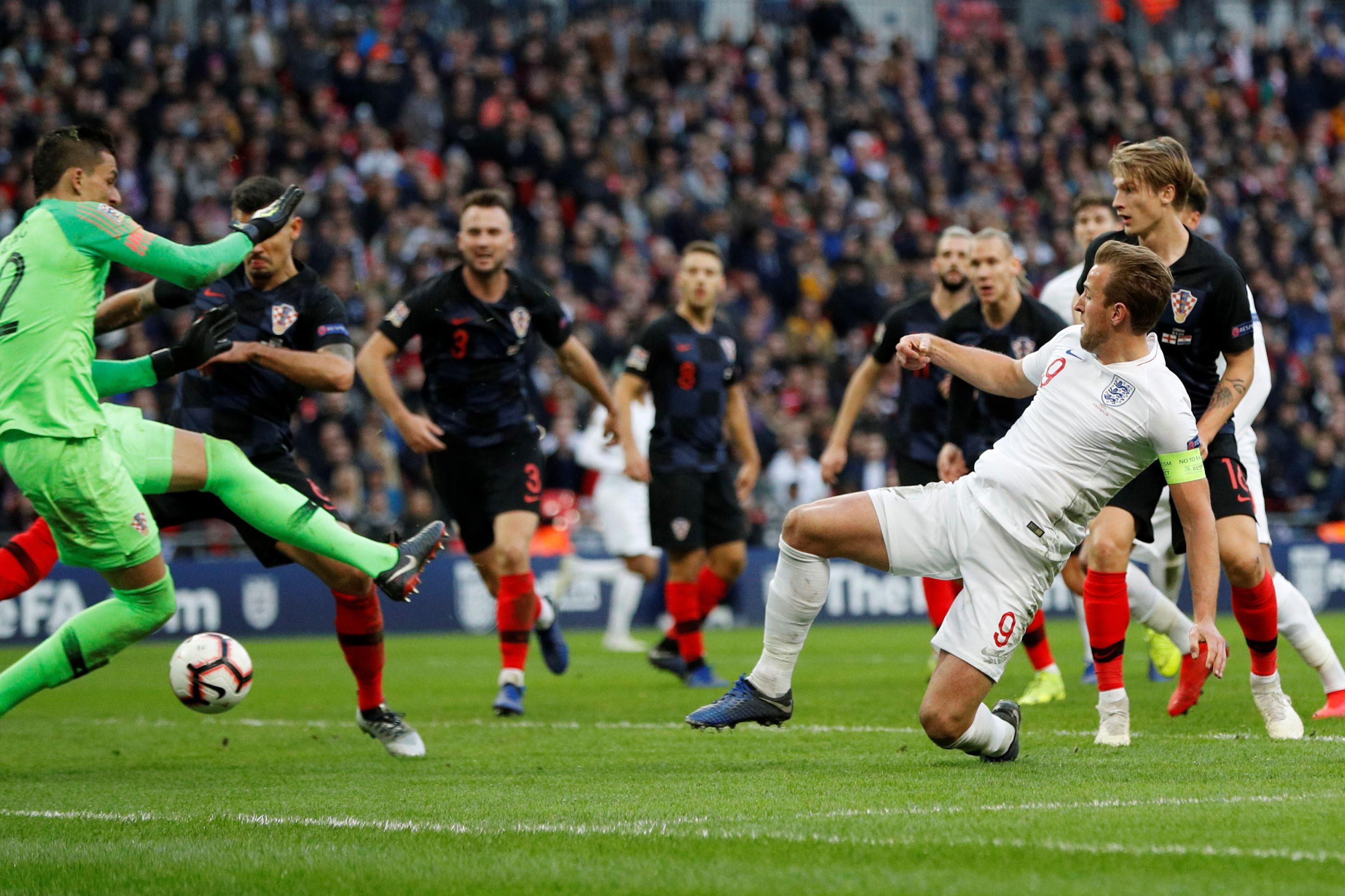 Inglaterra derrota Croácia e junta-se a Portugal na final four