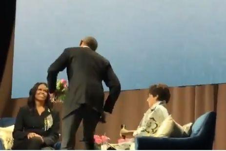 Convidado especial interrompeu apresentação do livro de Michelle Obama
