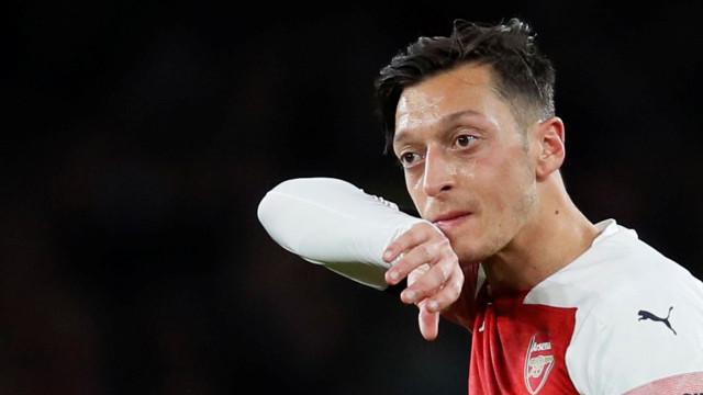 """Ozil revela palavras de Ronaldo: """"Estou zangado com a tua saída do Real"""""""